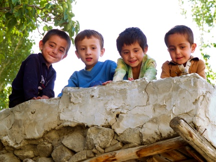 Karimabad Children -- These children were watching us from the roof.